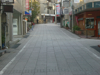 岡本駅前.jpg